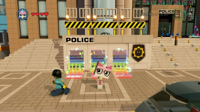 警察署前のレインボーブロック